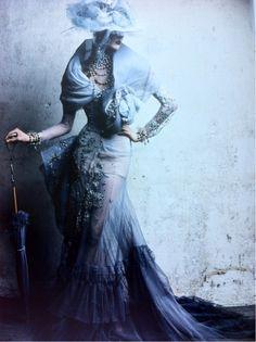 66lanvin:    DIOR par DEMARCHELIER, MADELEINE dress (an HOMAGE to Christian DIOR'S mother) Automne-Hiver 2005………No.33