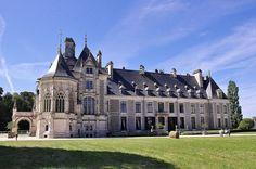 Château de Menetou-Salon (Cher) Centre French Architecture, Historical Architecture, Beautiful Architecture, Beautiful Castles, Beautiful Places, 19th Century London, French Castles, Fantasy Castle, Prince