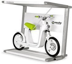 太陽電池で電動バイクを充電 ― 「Xkuty One」用パーキングステーション「Spark」