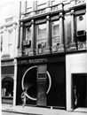 Where I started when I joined #VidalSassoon's. Kitchen in the basement, five receptionists on the ground floor, plus cutters and juniors. Philip MAson was manager, Darryll Benson Art Director. Receptionist on the mezzanine booking future appointments, plus Juniors blow drying. Colorists and cutters on the 2nd. Corporate offices above. Crazy busy ... Dwight Miller #vsalumni #classic #hairstyles #70sfashion #instahair #vintagesassoon #vintagevidalsassoon #vintagevs #cutting #HairFashion…