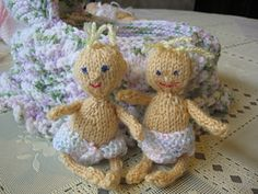 """tiny knitted baby doll by Diane Wonderly - This pattern is available as a free Ravelry download. 4-5 inch Tiny baby that I used with """"Frankies Knitted Cradle Bag"""" Use metal needles, I broke several plastic ones due to the tiny knitting stitches"""