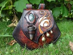Gorgeous pouch by Les Cuirs de Belfeuil (http://lescuirsdebelfeuil.com)