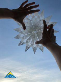 Hier zeigen wir euch, wie man schöne Origamisterne ganz einfach selbst basteln kann. 🌟✂