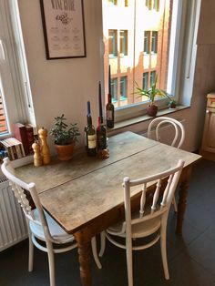 Vintage dining area with candles Rustic dining table in Münster flat share # . - Vintage dining area with candles Rustic dining table in Münster flat share - Room Inspiration, Interior Inspiration, Dining Area, Dining Table, Kitchen Tables, Small Dining, Cozy House, Apartment Living, Living Room