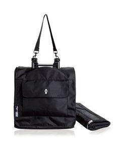 Protégez votre poussette BABYZEN YOYO lors vos déplacements, avec son sac de voyage. Ce sac de transport léger et solide se replie sur lui-même et peut être rangé dans le panier sous le siège, lorsqu'il n'est pas utilisé. Avec une poche à l'avant, pour ranger tablettes, magazines, et sa sangle de fixation trolley à l'arrière, ce sac est un accessoire indispensable pour votre YOYO.