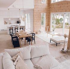 Inspiration for a modern log house - Honka Modern Cabin Interior, Home Interior Design, Cabin Homes, Log Homes, Casa Loft, Dream Home Design, Home Living Room, House Styles, Cabin Furniture