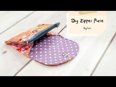 Porta moedas e cartões - Diy Purse with zipper Cosmetic Bag Tutorial, Handbag Tutorial, Coin Purse Tutorial, Diy Purse With Zipper, Zipper Bags, Hobo Bag Tutorials, Sewing Tutorials, Diy Bags Purses, Simple Bags