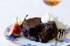 Här hittar du flerarecept på kladdig chokladfondant, en av de godaste desserterna man kan bjuda på! Med vår steg-för-steg-guide är det enkelt att få till en klassisk chokladfondant.