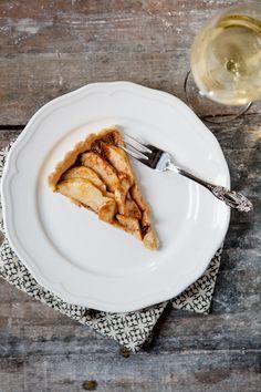 Apfeltarte mit Haselnüssen - www.kuechenchaotin.de Sweets, Apple, Ethnic Recipes, Blog, Apple Recipes, Apple Pie Cake, Fruit, Round Round, Baking