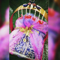 #1stchoicegift #trousseaupackaging #bridal#weddingseason #cyndrelladress#ethnicwear#traditions#designer#silk#embroidery #handwork#peacock#lovebirds#pearlandgold Facebook.com/1stchoicegift Trousseau Packing, Money Envelopes, Love Birds, Wedding Season, Peacock, Fancy, Embroidery, Silk, Facebook