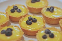 citronové tartaletky Christmas Baking, Cheesecakes, Lemon, Food And Drink, Pudding, Sweets, Breakfast, Desserts, Recipes