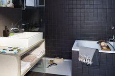 La salle de bains contemporaine s'habille de grès cérame Alcove, Toilet, Bathtub, Design, Home, Vintage, Bathrooms, Photos, Paris Suburbs