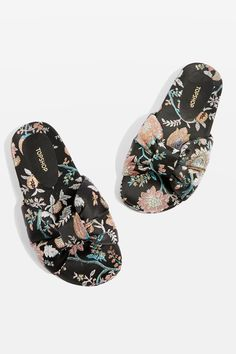 8a4c6188066488 Discover flat shoes for women at Topshop. From ballet pumps to loafers and  hi-tops