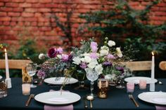 Tell me this doesn't sound amazing: eating dinnerbycandlelight, feasting on a gilded cake and sipping on Blackberry Whiskey Smashes. It's an amazing way to ring in a a new decade for photographer and birthday girlAnna Wu Photography. With friends and