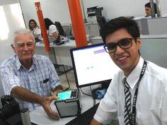 Victório Amoroso, de 92 anos de idade, foi ao Poupatempo Guaratinguetá renovar sua CNH. Ele chegou no horário agendado e fez tudo no posto, inclusive o exame médico. Agora é só aguardar a CNH ficar pronta.