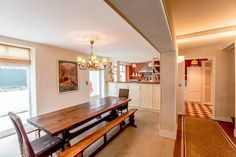 Regardez ce logement incroyable sur Airbnb : Grande maison basque face océan 8p* - Villas à louer à Biarritz