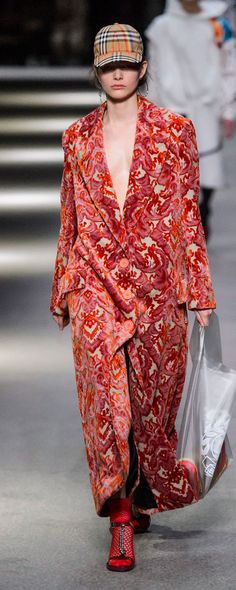 Burberry Spring-summer 2018 - Ready-to-Wear - http://www.orientpalms.com/Burberry-7124 - ©ImaxTree
