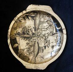 Platou din lemn, forma rotunda, decorat cu schlagmetal auriu gravat.