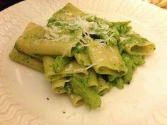 Cucina la pasta e broccoli Bimby: è semplice, veloce e sana. Cremosa e saporita, solo aglio e broccoli per un primo leggero ma pieno di vitamine