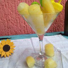 Paletas de hielo sabor piña  para  refrescarse un poquito. #piña #pineapple #popsicles #polos #postre #fruta #fruit #instafood #instapic #instagood #food #foodpics #foodporn #méxico #cozumel #yellow