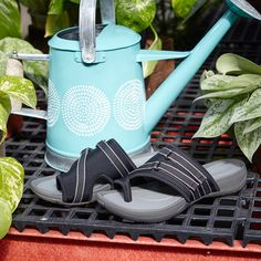 Get your gardening on with our Rebound Technology! Antimicrobial foot bed, slip resistant and lasting comfort keep you going all day.