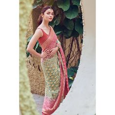 Alia Bhatt has been seen wearing one gorgeous Indian outfit after another for her movie promotions. Check all of Alia Bhatt's Indian Looks here with prices. Bollywood Fashion, Bollywood Actress, Saree Fashion, Hindi Actress, Malayalam Actress, Bollywood Saree, Indian Bollywood, Bollywood Celebrities, Fashion Goth