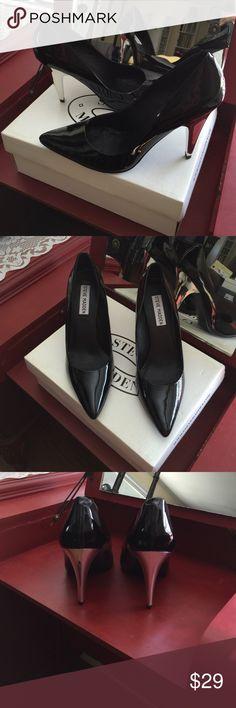STEVE MADDEN BLACK PATENT PUMP Luminate black patent pump by Steve Madden. Silver heel.  Very Retro Chic!  Never Worn❤️ Steve Madden Shoes Heels