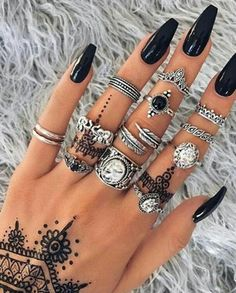 There are numerous forms of nail designs, some individuals like acrylic nails, other folks like gel nails and a few individuals even like to use stencils. This nail design is quite beautiful, trend… Nail Jewelry, Cute Jewelry, Jewellery, Silver Jewelry, Vintage Jewelry, Silver Rings, Nail Ring, Accesorios Casual, Trendy Nail Art