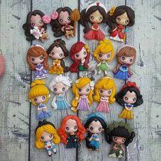 Vous recevrez 18 pcs princesses Vous serez demander pour un pendentif ou un centre de pièces Taille : 2.3-2.5 » Pré-commande : vous le recevrez dans 2-3 semaines