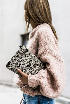 Absolutely love this pink sweater for Fall. So comfy and cozy! - Petite Sweater - Ideas of Petite Sweater - Absolutely love this pink sweater for Fall. So comfy and cozy! Knit Fashion, Look Fashion, Fashion Bags, Fashion Outfits, Fashion Trends, Fashion Ideas, Knitwear Fashion, Fashion Lookbook, Daily Fashion