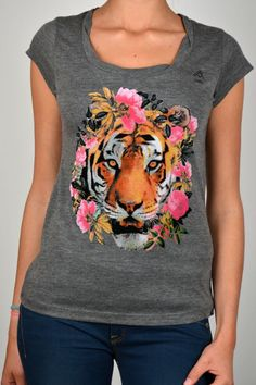 The Trend - Animals & Fashion    B by BRIDGET THERE WHERE THE ROSES ARE TEE 06 | Kelly Fashion Webstore