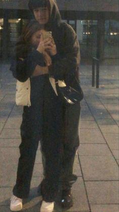 Cute Couples Photos, Cute Couple Pictures, Cute Couples Goals, Friend Pictures, Couple Photos, Teen Couples, Romantic Pictures, Romantic Dates, Romantic Couples
