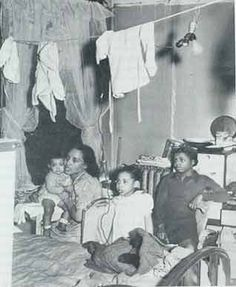 Negro family living in crowded quarters, Chicago, Illinois, April (Photographer: Russell Lee. Black Like Me, My Black Is Beautiful, Black And White, Vintage Photographs, Vintage Photos, The Great Migration, Vintage Black Glamour, American Photo, Black History Facts