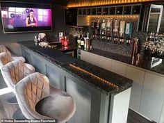 Lounge Design, Bar Lounge, Patio Design, Garden Design, Home Bar Plans, Home Bar Rooms, Inside Bar, Bar Shed, Pub Sheds