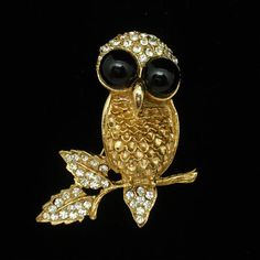 Gold tone metal owl pin with rhinestones in the leaves and with large black cabs in the eyes. The owl pin is in very good to excellent condition. Black Cab, Owl Bird, Bird Jewelry, Large Black, Brooch Pin, Etsy Vintage, Rhinestones, Metal, Gold