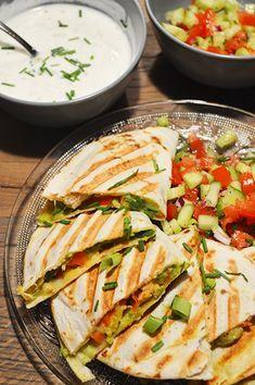 Quesadillas met pittige kip en avocado is een makkelijke maaltijd en lekker snel klaar! Veel combinaties mogelijk, dus lekker uitproberen!