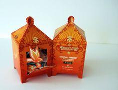 Embalagem comemorativa para chá, com lindos detalhes em relevo na embalagem, e um sachê especial em formato de pássaro!  Designed by Christine Kang