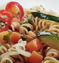 Паста с жареными овощами под соусом песто с кинзой
