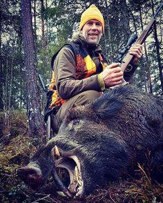 What a day for @jonasbreda88 His dad shoot this big keiler for his dog Ayan This is his dad's first wildboar. What a good start  #wildboar #villsvin #normanorge #norway #blaser #atec #chevaliersweden #normanorge #swarovskioptik  #mtmskogservice #jakt #jagd #hunter #hunt #hunting #chasse #shooting #rifle #guns #wildlife #jaktforlivet #jaktbilder #chasse #norway #villmarksliv #liveterbestute #njff #outdoors