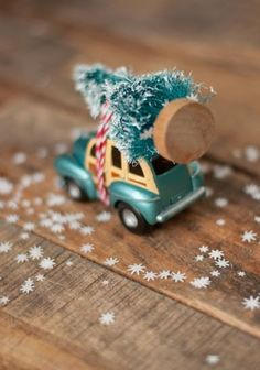 So cute! A toy car with a tree on the top so easy to make