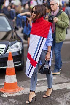 Miroslava Duma a mini-bag with a button-down shirt and jeans for a street style look. Fashion Mode, Fashion Week, Look Fashion, Couture Fashion, Winter Fashion, Net Fashion, Paris Fashion, Fashion Outfits, Fashion Beauty