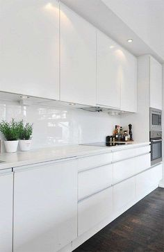 Dark, light, oak, maple, cherry cabinetry and wood kitchen cabinets cherry. CHECK THE PIC for Lots of Wood Kitchen Cabinets. Kitchen Cabinets Decor, Cabinet Decor, Kitchen Tiles, Home Decor Kitchen, Kitchen Interior, New Kitchen, Kitchen Wood, Kitchen Black, Wood Cabinets