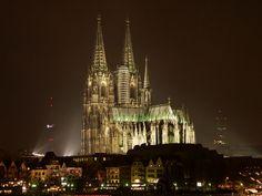 ドイツ『ケルン大聖堂』 昼も夜もまた違った顔をみせてくれます★☆