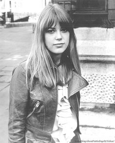 Love this hair look, not sure I could pull it off?! Jenny Boyd