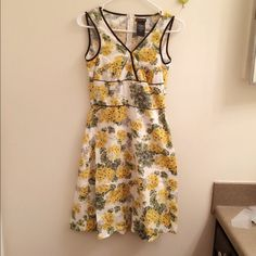 Sleeveless floral dress Yellow follower mixed with green leaves Dresses