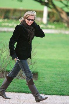 Looks de Claire Chazal : retour sur le CV fashion de la reine de l'info ! Stylish Clothes For Women, Stylish Outfits, Fashion Outfits, 50 Fashion, Le Cv, Diane Keaton, Advanced Style, Classic Chic, Casual Chic