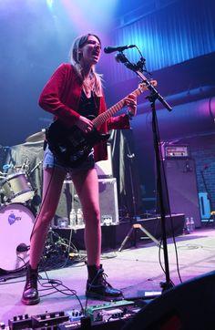 Ellie Rowsell ✾ of Wolf Alice Bass, Women Of Rock, Guitar Girl, Female Guitarist, Nikki Sixx, Badass Women, Music Mix, Indie Music, Miley Cyrus