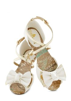 Brilliant Banquet Sandal - White, Gold, Bows, Luxe, Flat, Peep Toe, Summer, Wedding, Daytime Party