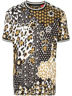 Go for the unexpected. This Dolce & Gabbana T-shirt combines a star and a leopard print for a refreshingly unexpected look. Take a risk. Featuring a round neck, short sleeves, a star print, a leopard print and a relaxed fit. Dolce Gabbana T Shirt, Dolce E Gabbana, Graphic Prints, Graphic Tees, African Dashiki Shirt, Vintage Outfits, Great T Shirts, Star Print, My T Shirt