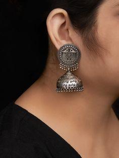 Indian Jewelry Earrings, Silver Jewellery Indian, Jewelry Design Earrings, Fashion Earrings, Silver Earrings, Bridal Jewelry Vintage, Antique Jewellery Designs, Silver Bracelets For Women, Traditional Earrings